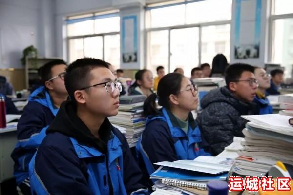 河南11选5遗漏号码中学2019届优秀毕业生代表回母校为高三学子宣讲5