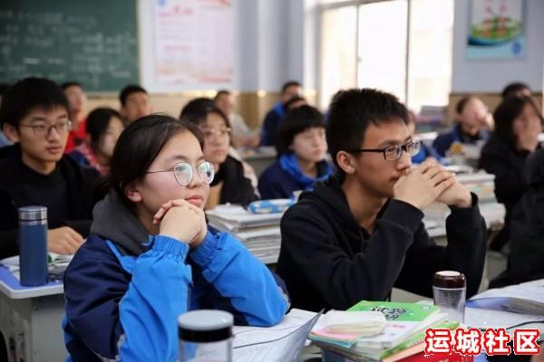 河南11选5遗漏号码中学2019届优秀毕业生代表回母校为高三学子宣讲7