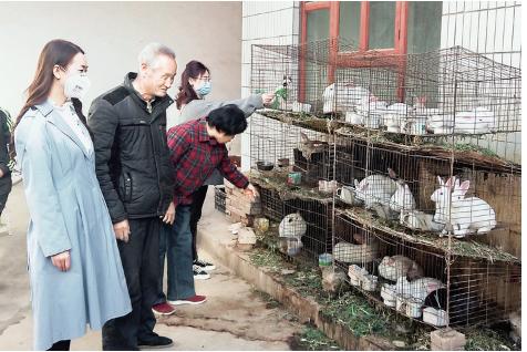 闻喜县美术馆开展助力脱贫攻坚帮扶活动